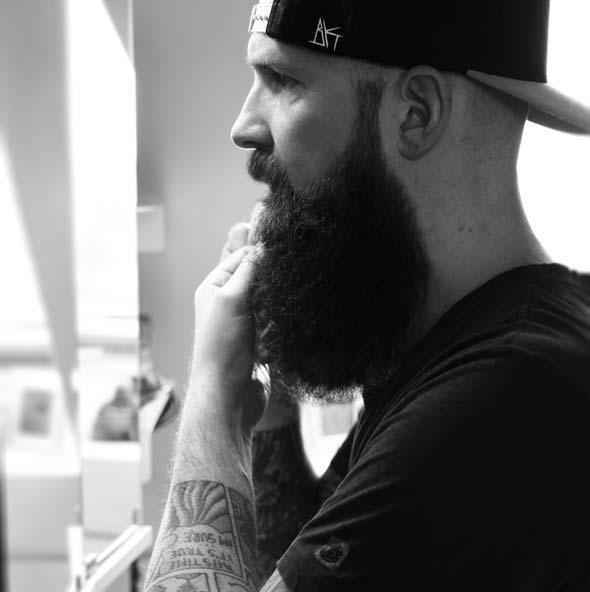 Marc Fischer sinniert über das blackbeards Bartöl Premium Vanille.