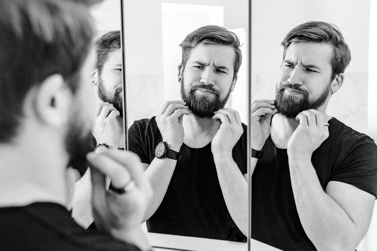 Schuppen in deinem Bart sind ein Graus, das steht außer Frage. Doch es gibt einige Tipps, wie du sie los wirst und ihnen vorbeugen kannst.