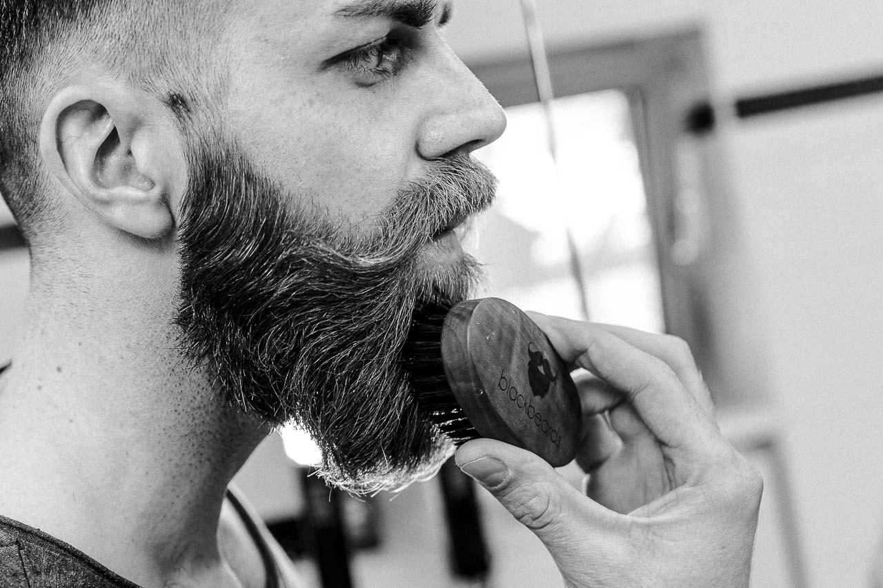 Mit großem Bart kommt große Verantwortung und mit kleinem Bart kommt auch große Verantwortung. Pflegen solltest du ihn immer und richtig.