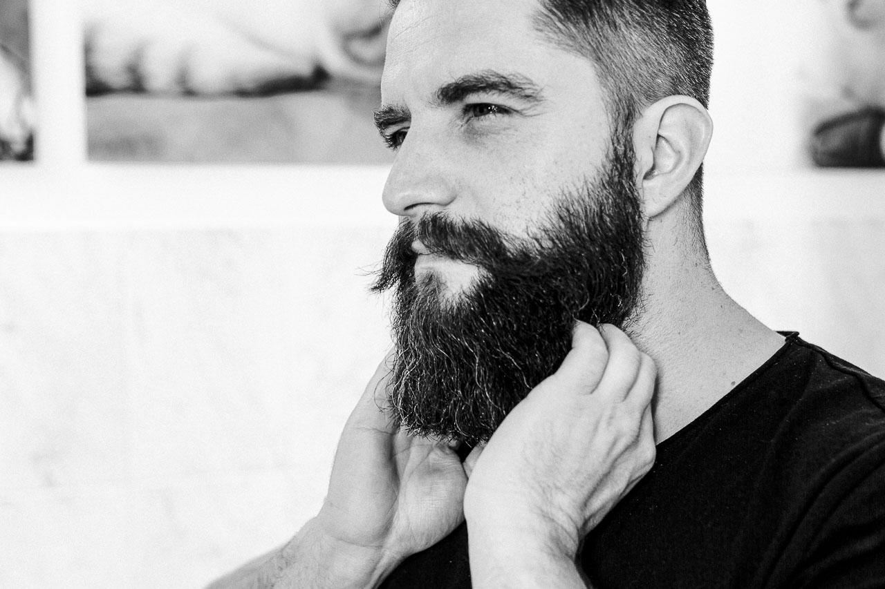 Für einen vollen und gesunden Bart gibt es allerlei Pflege- und Styling Produkte. Behalte den Überblick und setze deine Produkte korrekt ein.
