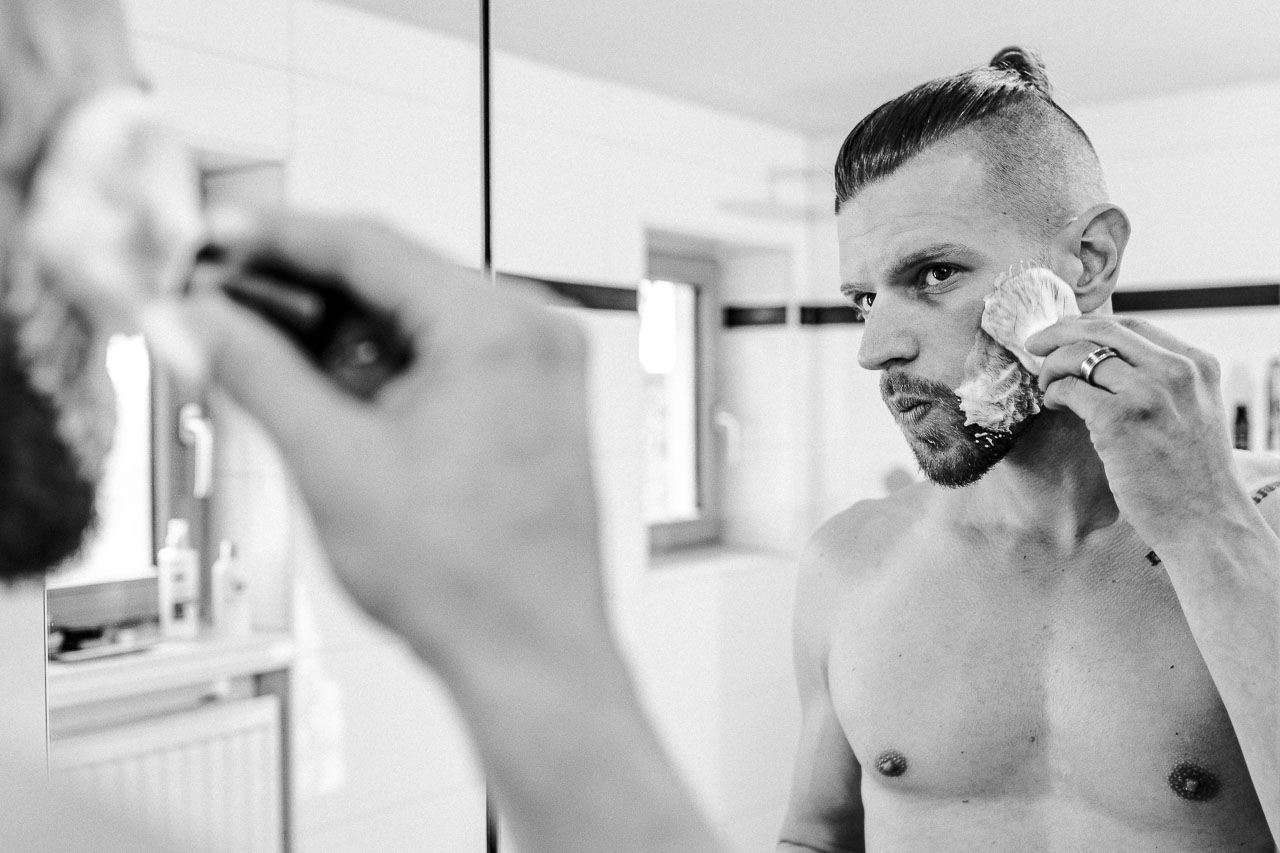 Bei der Nassrasur gibt es ein paar Dinge, die du beachten musst, damit dir die Rasur auch samt Pre Shave und After Shave perfekt gelingt.