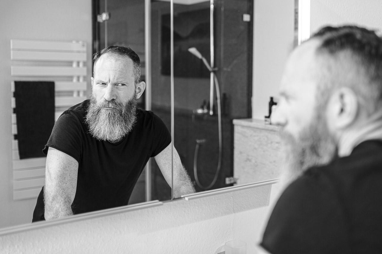 Nicht jeder Bart steht in ganzer Fülle im Gesicht seines Trägers, sondern kann auch mal Lücken.