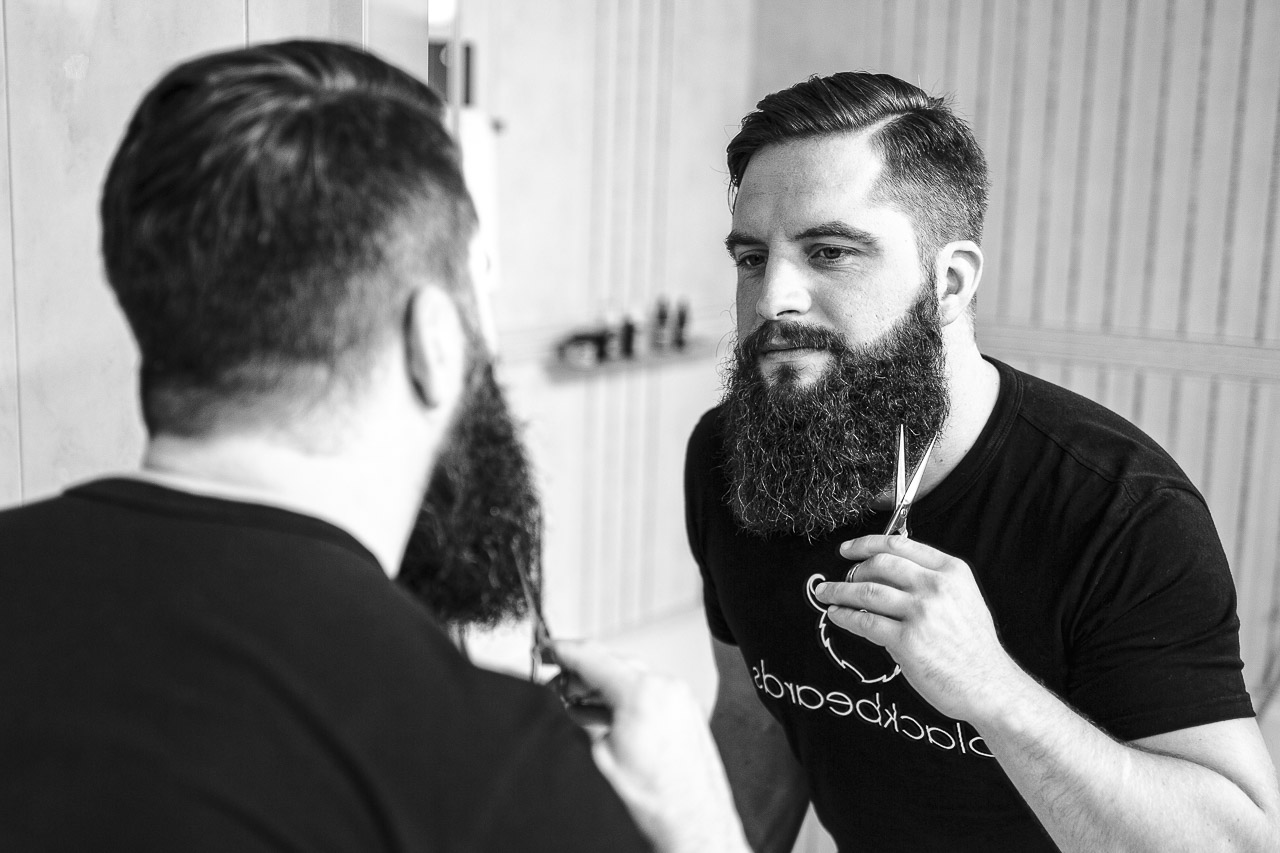 Ein Vollbart ist etwas Schönes. Doch wie pflege ich dieses Wunderwerk an Bartpracht? Wir wissen da ein paar Tricks.