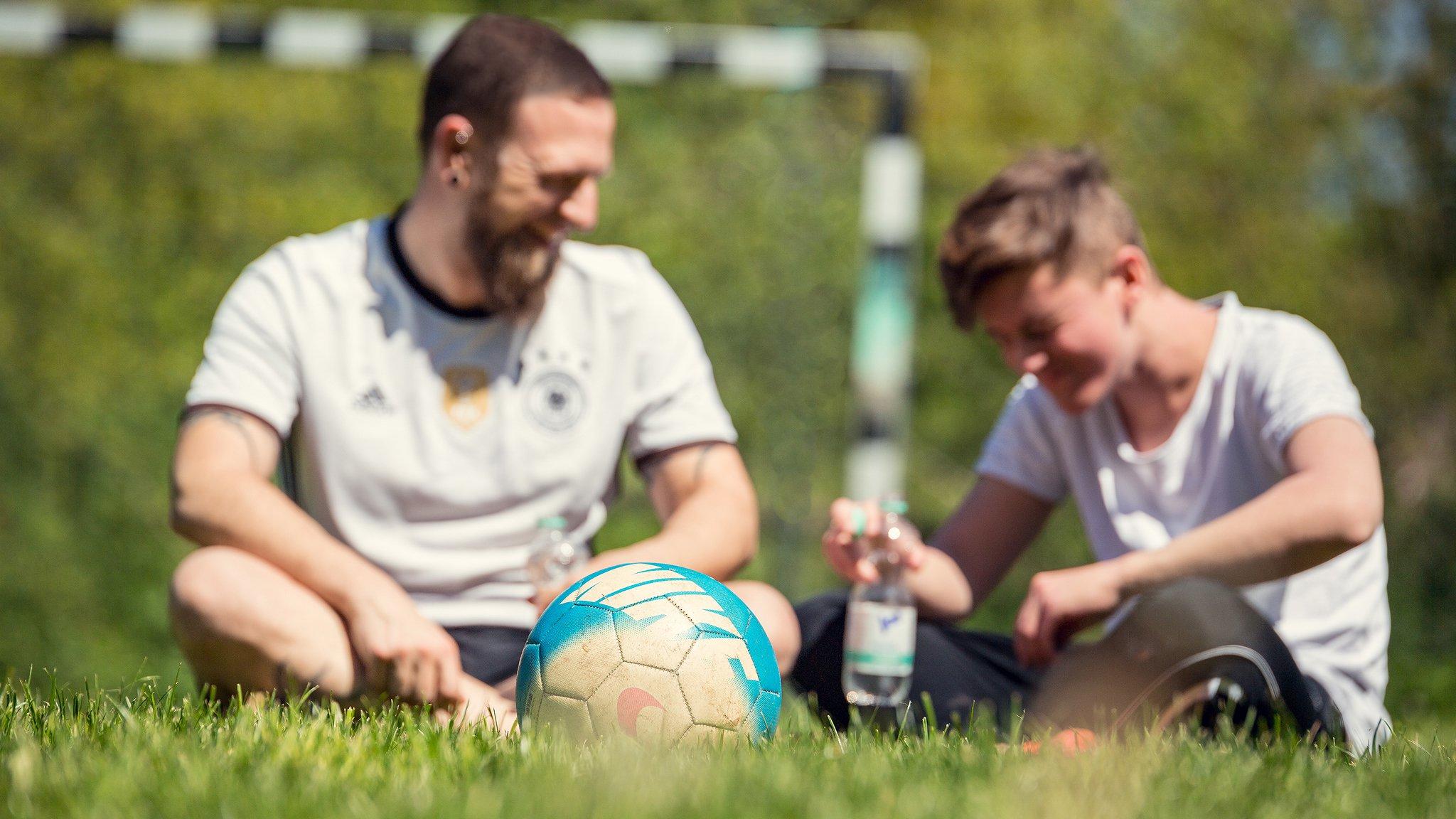 Spielt Fussball am Vatertag