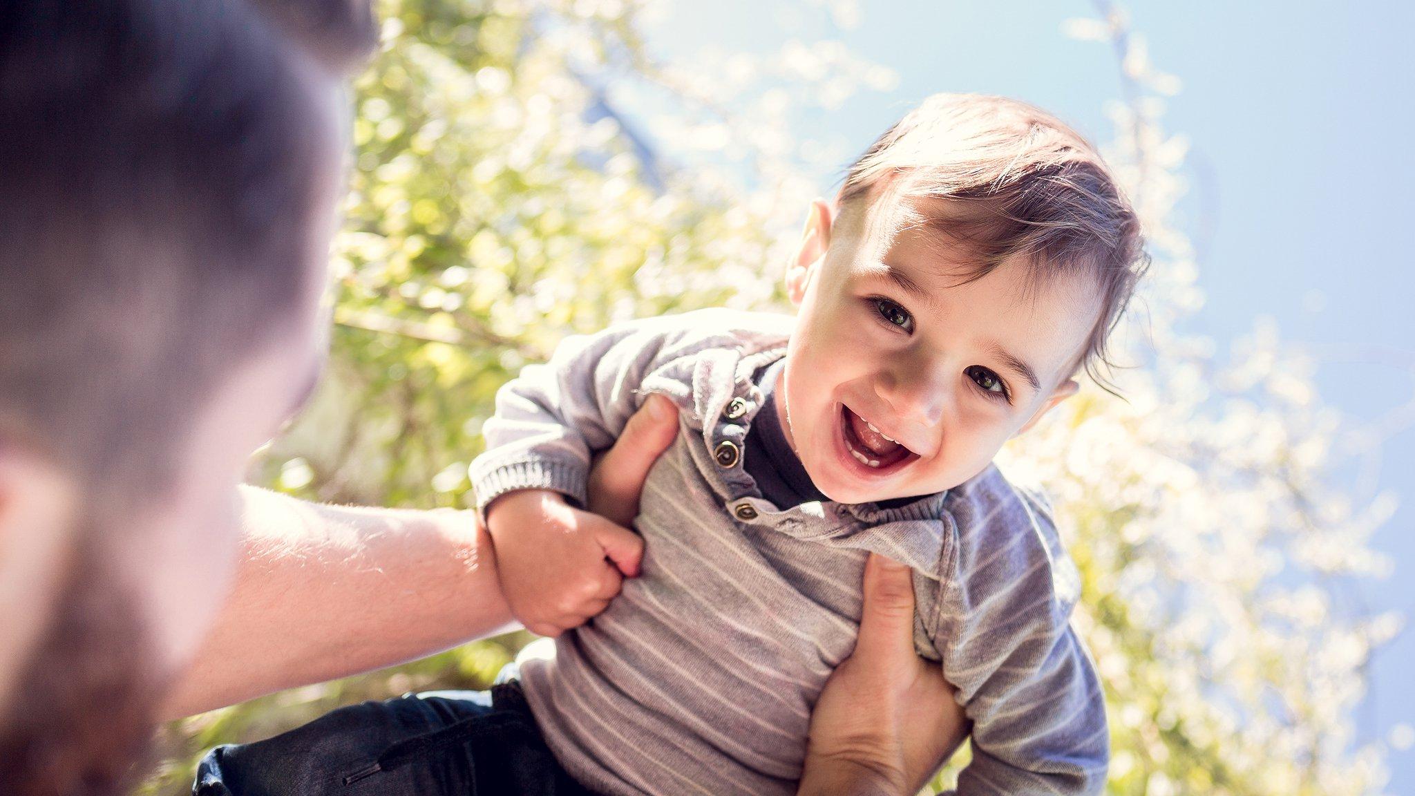 blackbeards am Vatertag, ein Vater mit einem glücklichen Kind