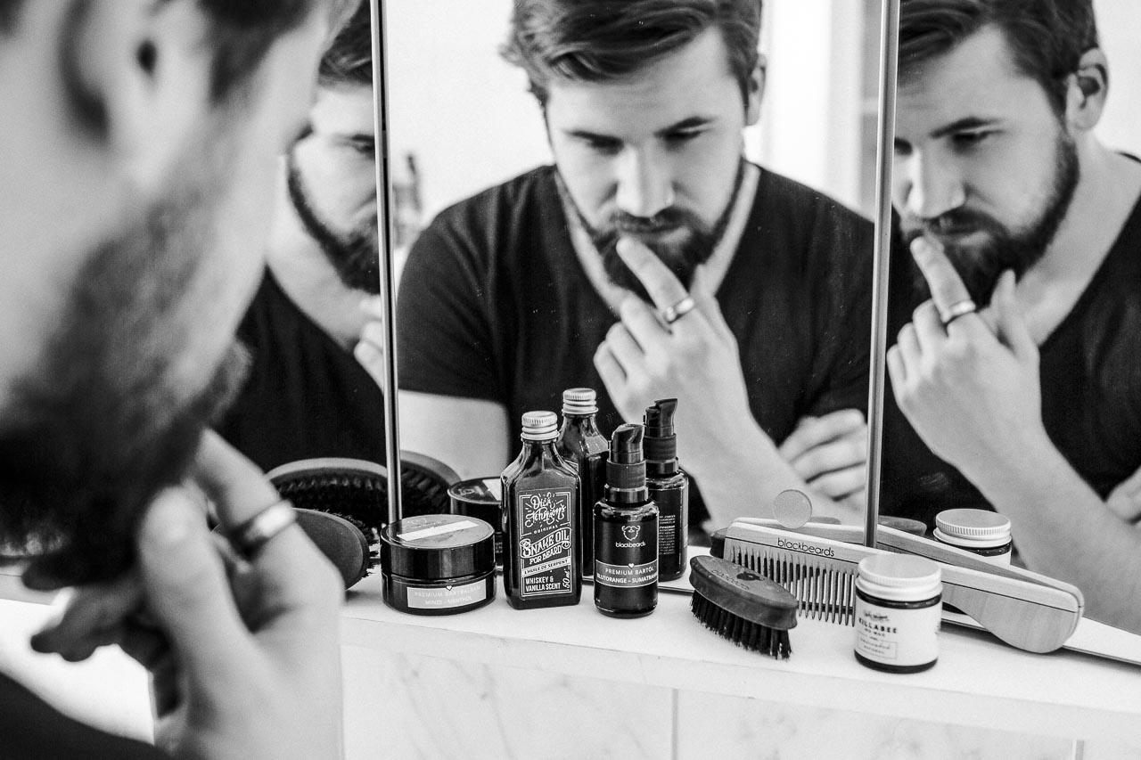 Die Frage, ob eine Bartbürste nun besser als ein Bartkamm ist, ist nicht sehr zielführend. Alles zu seiner Zeit bei der Bartpflege.