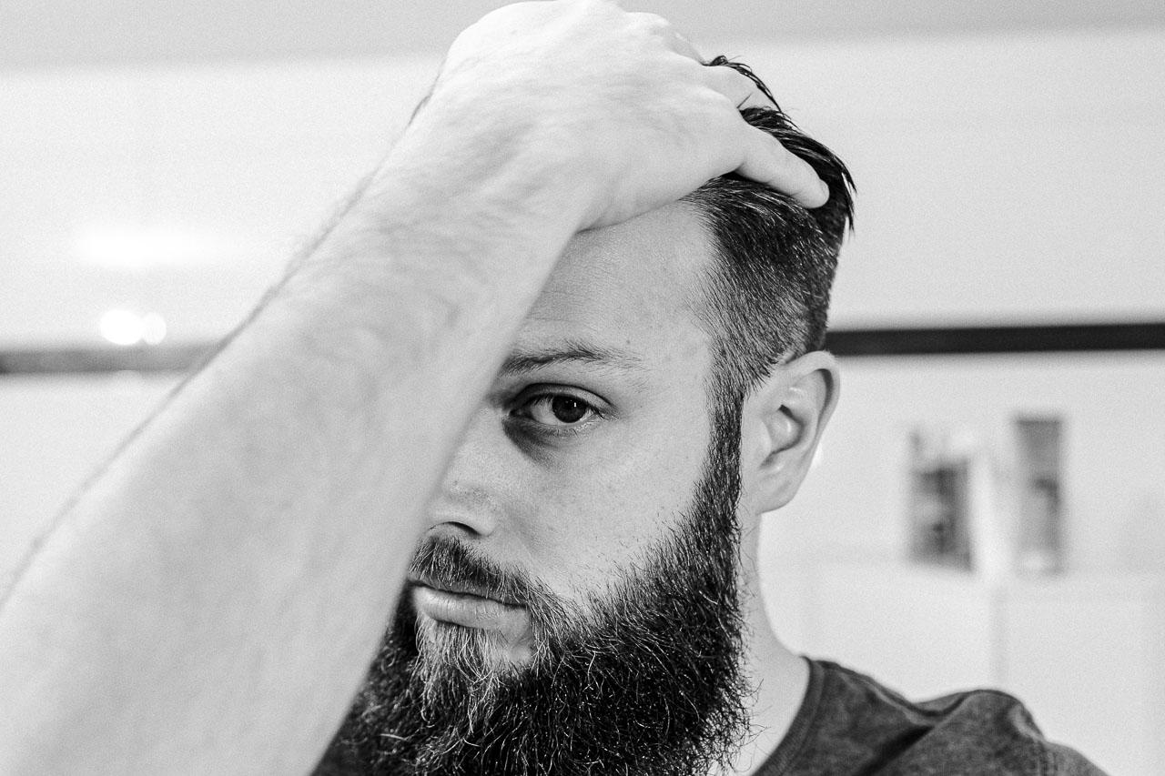 Bei Haarausfall kannst du ein paar Tricks ausprobieren.