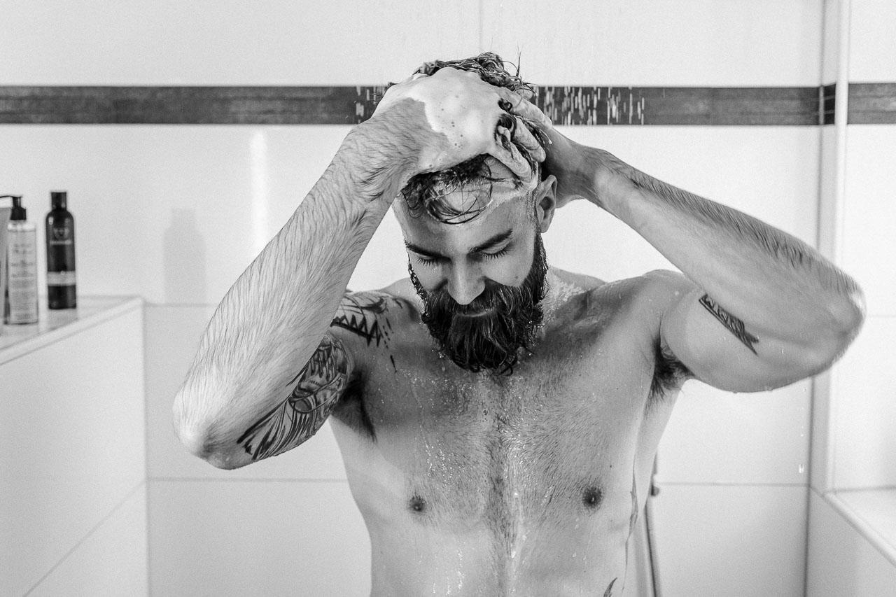 Wusstest du, dass du deine Haarpflege auch mit Naturseife als Ersatz für dein Shampoo nutzen kannst? Es ist eine Umstellung aber der Wechsel zu einem natürlichen Produkt hat auch seine Vorteile.
