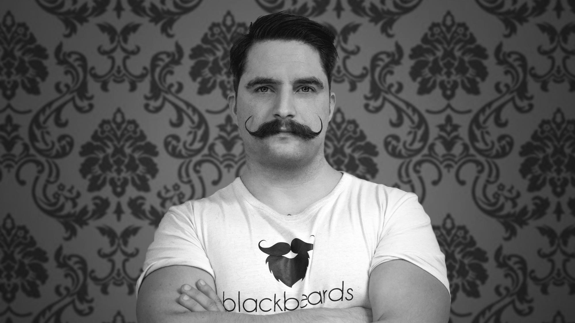 Ein Oberlippenbart, ein Schnauzer, ein Moustache. Richtig getragen macht er wirklich was her.