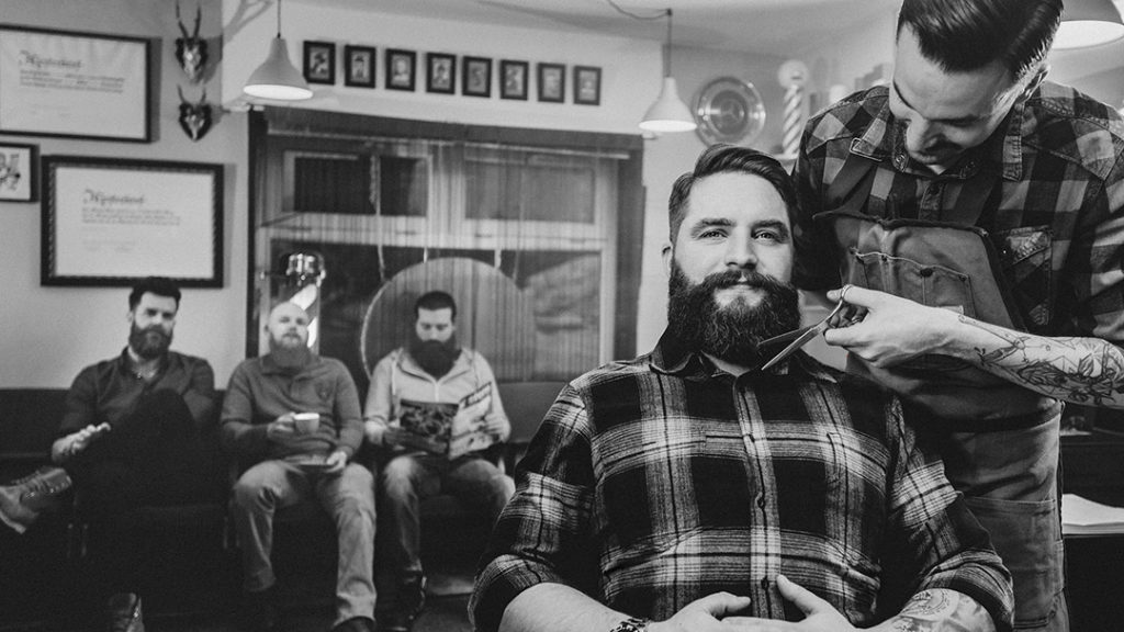 Die blackbeards aus Rosenheim lassen sich im Barbershop Salon Otto auf Vordermann bringen.