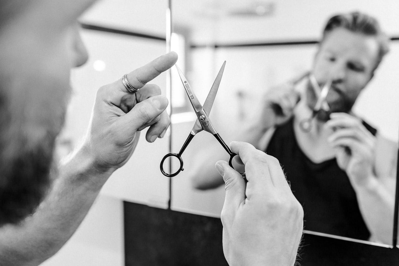 Scheren kommen in vielen Formen und Ausführungen und deswegen solltest du wissen, was du willst, bevor du dir eine Bart- oder Haarschere zulegst.