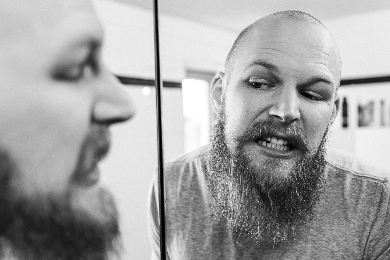 Beim Zähneputzen gibt es viele Kleinigkeiten, die debattiert werden. Fluorid steht immer wieder in der Kritik und das nicht ohne Grund. Es geht auch ohne diesen Zusatz.
