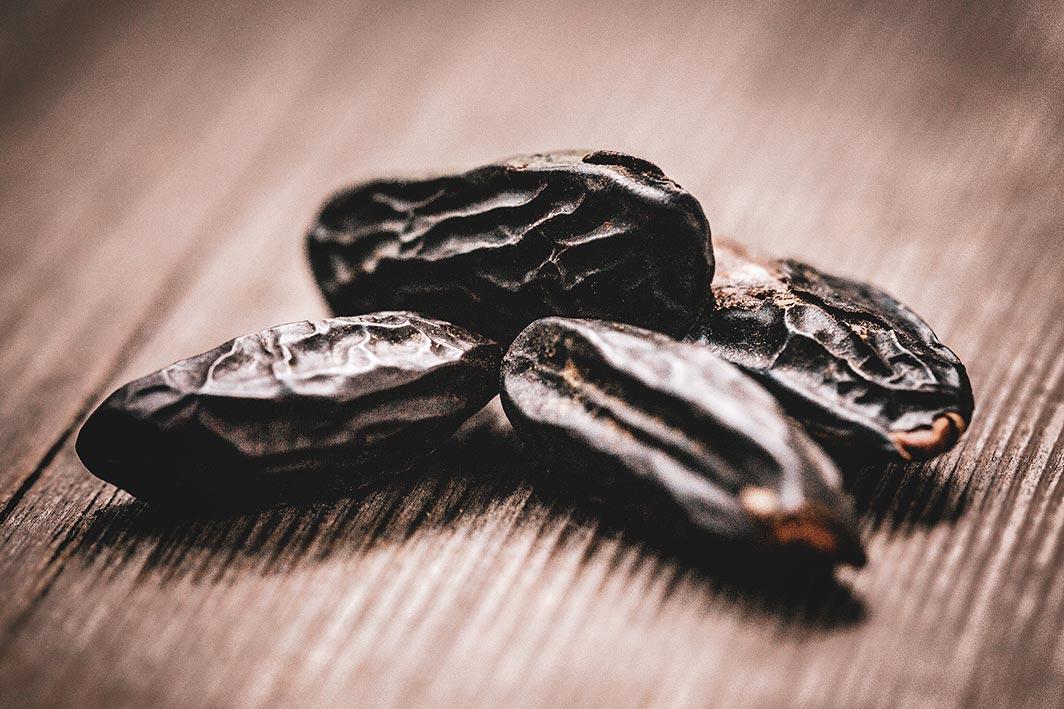 Aus Venezuela stammend wird die Tonkabohne und ihr Aroma oft mit Vanille verglichen und kombiniert.
