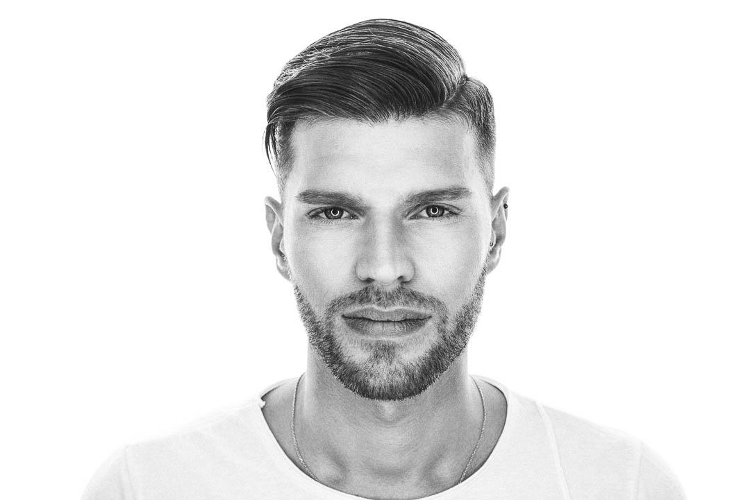 Der 3-Tage-Bart ist eine Stellungnahme zum modernen Lebensstil, indem du sagst, dass du dich nicht in deinen Grundfesten deiner männlichen Gene verbiegen lässt und trotzdem weißt, wie du dich zu pflegen hast. Ein Bart für Abenteurer und Modebewusste.