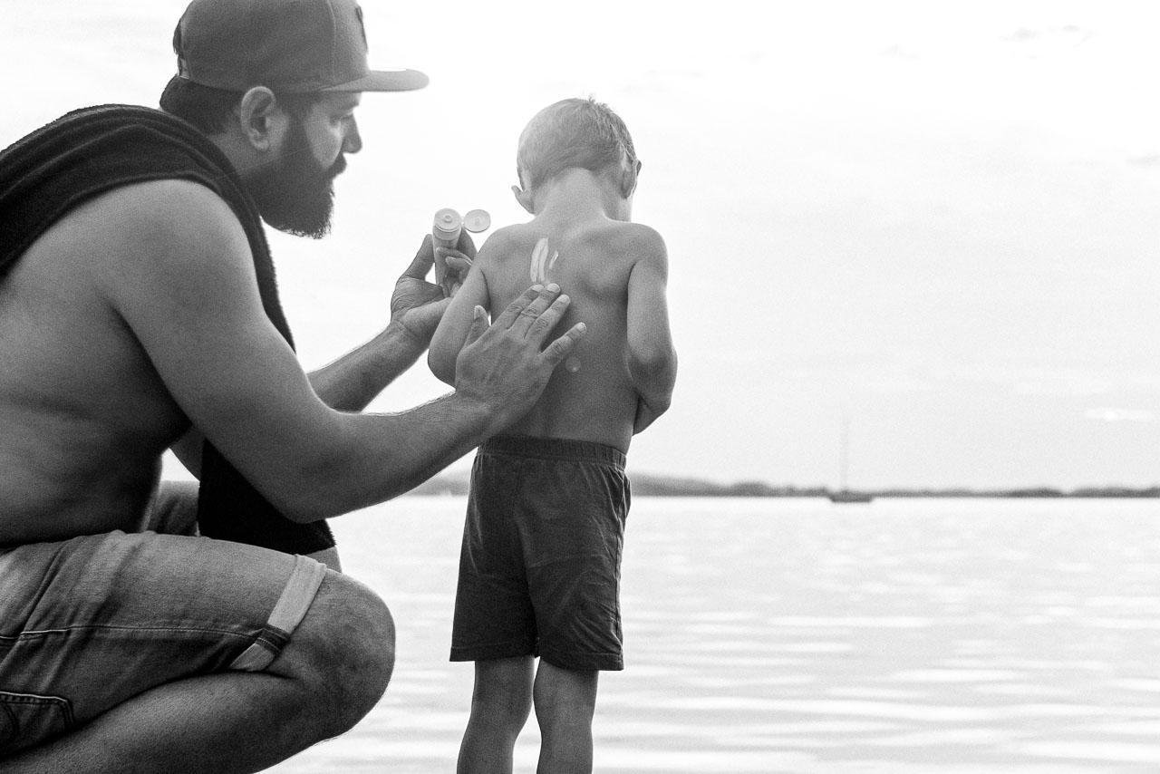 Kinderhaut möchte besonders vor Sonne geschützt werden, aber auch erwachsene Haut muss geschützt werden.