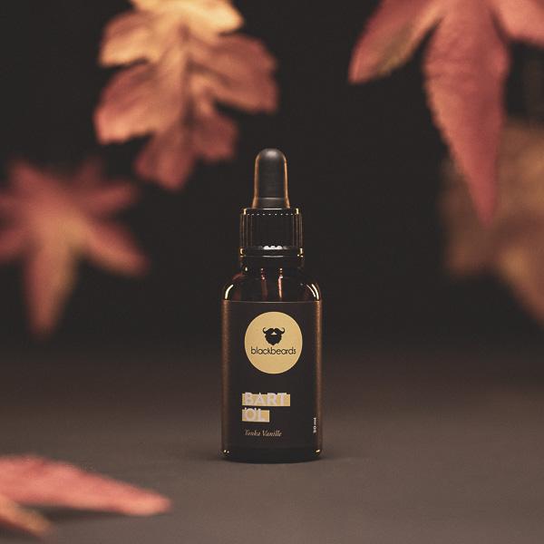 Bartöl Tonka-Vanille riecht nach Vanille und Tonkabohne, sowie einem Hauch Bergamotte. Es dient dem Schutz und der Pflege des Barthaars.